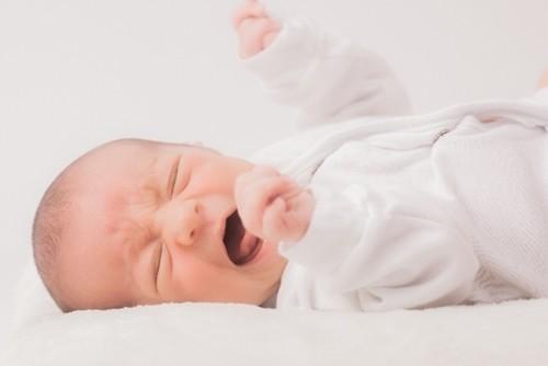 おならが出ない赤ちゃんが大泣きでツラそう、原因や対処方はこれ!