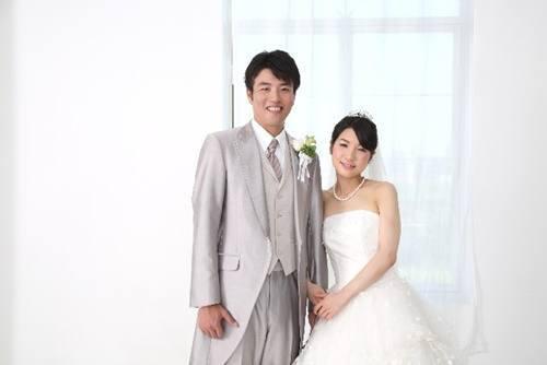 写真だけの結婚式の予算相場や人気の理由、家族や親族への報告方法